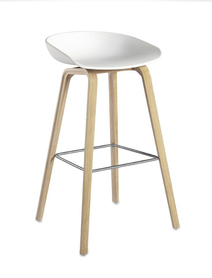 """Der Barhocker About a Stool AAS 32 gehört zur Serie """"About a Chair"""", der vielseitigsten Möbelserie des Dänischen Herstellers HAY. Der Barhocker About a Stool AAS 32 ist ein wunderschöner Barhocker für die Theke und den Tresen, ein..."""