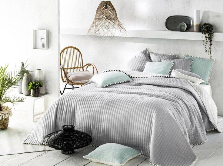 Přehozy na postele šedé