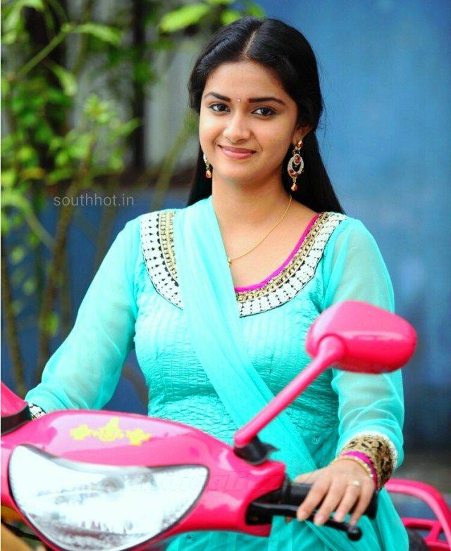Beautiful Actress Keerthy Suresh bike Ride in Rajinimurugan     http://tamilcinema.tamilcineworld.com/news/beautiful-actress-keerthy-suresh-bike-ride-in-rajinimurugan/
