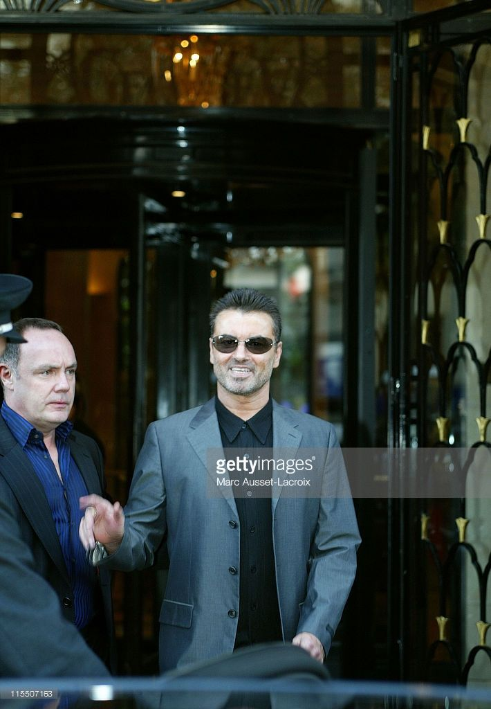 British pop star George Michael leaving the Four Season's Georges 5 hotel to go to his performs live on stage held at Bercy in Paris, France, on October 10, 2006.