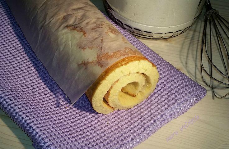 La pasta biscotto è una preparazione di base che viene usata per realizzare rotoli dolci ripieni con marmellata, nutella...