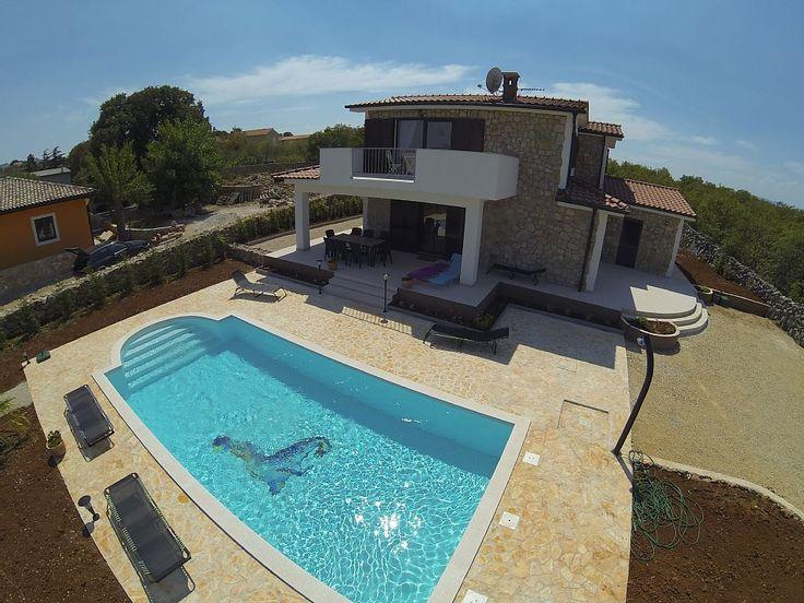 Croatie, Villa de vacances avec 4 chambres pour 8 personnes. Réservez la location 1358048 avec Abritel. VILLA CALYPSO : 5*****, 200 m2, 4 chambres, 4 bains, piscine, jacuzzi et sauna