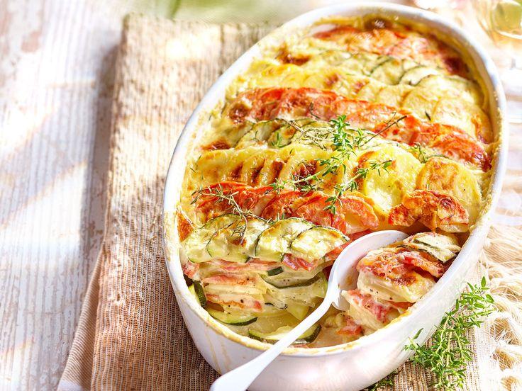 Ce gratin aux légumes du sud fleur bon l'ail et le thym frais et apporte du soleil jusque dans l'assiette. Découvrez comment le préparer en vidéo.