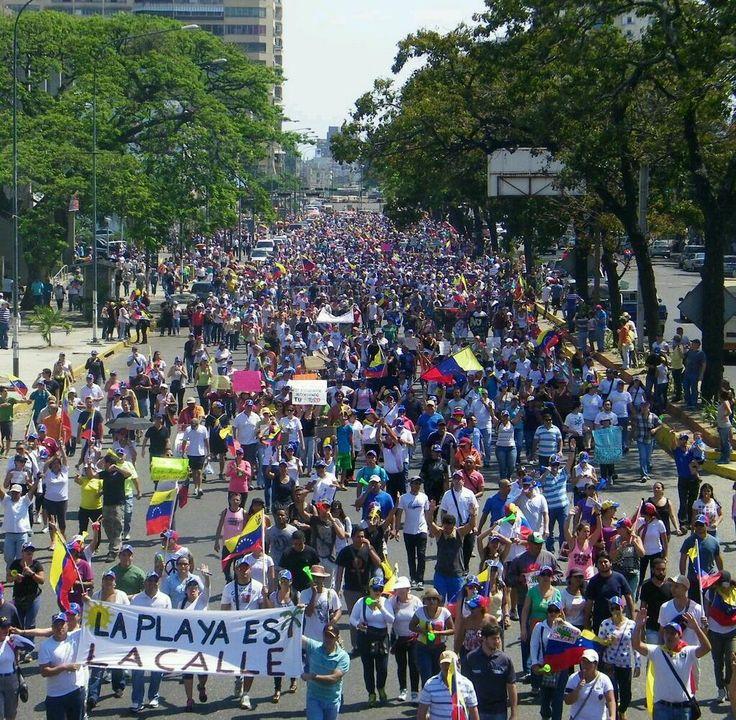 Valencianos marcharon hoy #2M pic.twitter.com/B1Z1mniBbK #ElQuePersisteVence