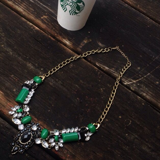 We are loving our fall inventory . Starbucks to keep us warm . #statementnecklace #fallaccesories #beyonceaccessories #rihannajewelry #starbucks #accessories #girlboss #weddingaccessories #weddingjewelry #weddingnecklace#trendyaccessories #trendyjewelry