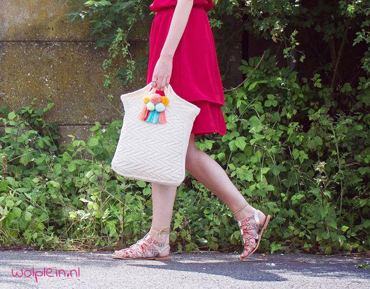 Een fabulous tas breien? Met dit breipatroon maak je deze toffe tas van Yarn and Colors Fabulous. Kies je favoriete kleuren en ga aan de slag!