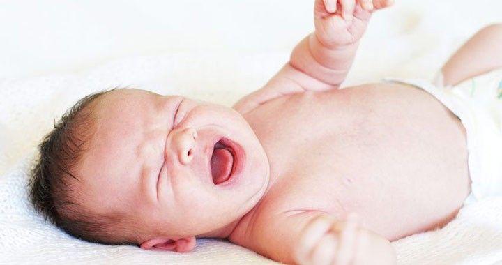 """Már egészen pici babának is lehet bélcsavarodása. Fontos időben felismerni, hogy valami nincs rendben a kicsinél és azonnal orvoshoz kell fordulni. Ez több, mint """"kakiügy""""."""