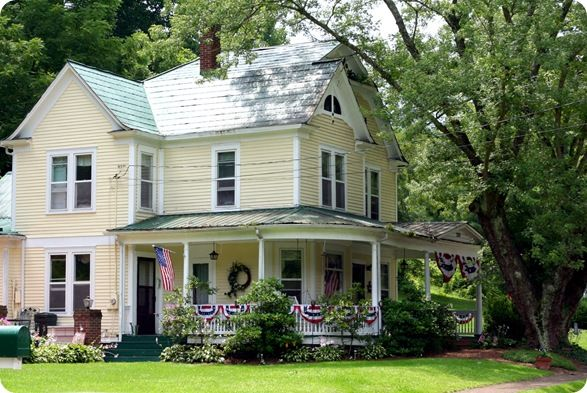 Country homes make me ache to live in a small town!