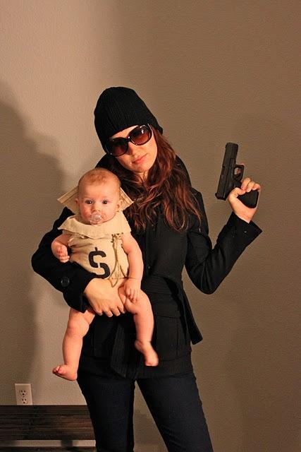 fatos de halloween para bebés - Mãe ladrão e bebé dinheiro