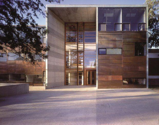 Zdjęcie numer 2 w galerii - Nagroda Pritzkera 2016 dla chilijskiego architekta Alejandro Araveny