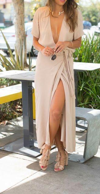 Summer look | Deep V cleavage on fold neutral maxi dress