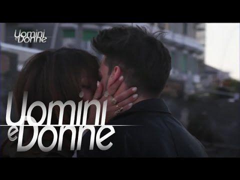 Il primo bacio di Rosa e Pietro: http://www.wittytv.it/uomini-e-donne/esterna-di-rosa-e-pietro-16-maggio/?wtk=youtubenp.autopromo.uominiedonne.uominidonne.de...
