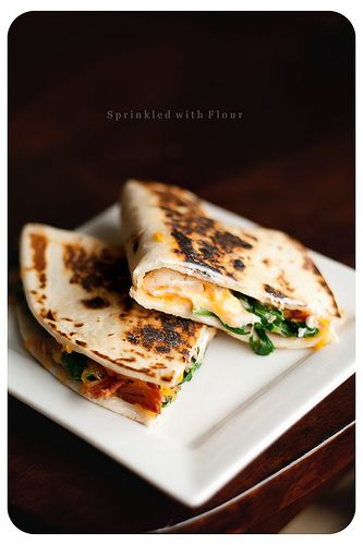 cheese, spinach & bacon quesadillas!: Spinach Bacon, Spinach Quesadillas, Easy Dinner, Bacon Quesadillas, Food, Cheesy Spinach, Dinner Recipe