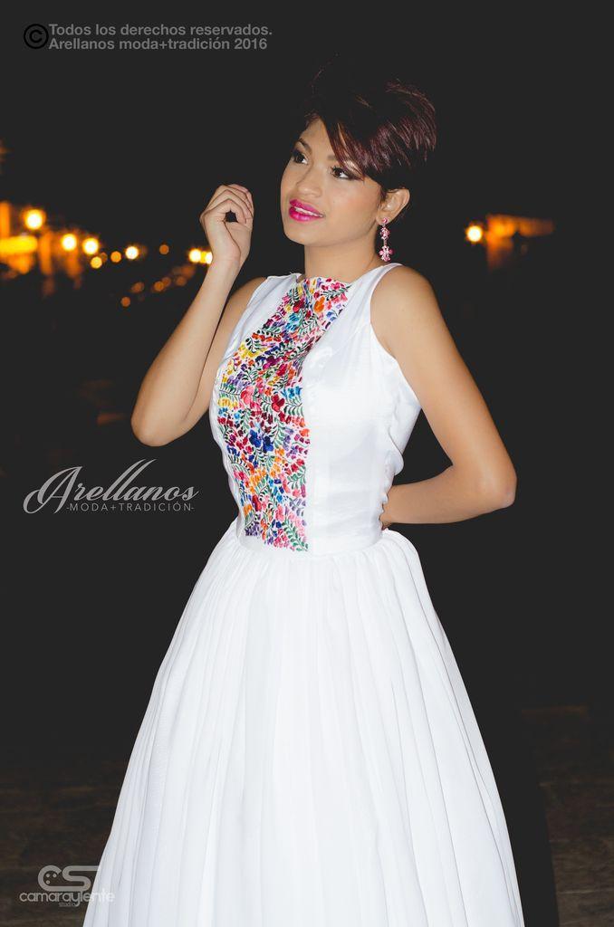 e629972857 Tela  Chiffon Tipo de bordado  A mano con aguja Región en la que se  elabora  Istmo de Tehuantepec Diseño  Vestido tipo halter con espalda  descubierta y ...