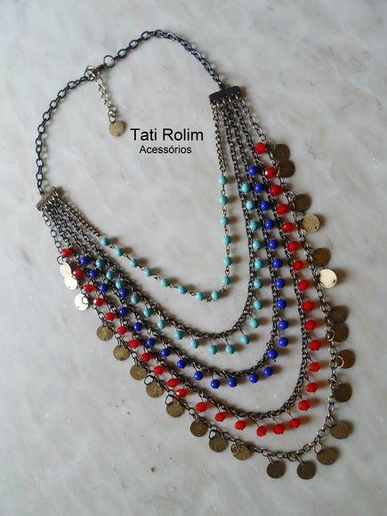 Maxi colar com 5 voltas confeccionado em correntes ouro velho, cristais, contas de cerâmica e turquezas R$ 80,00