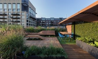 The shaded dining and work spot makes this an excellent urban retreat