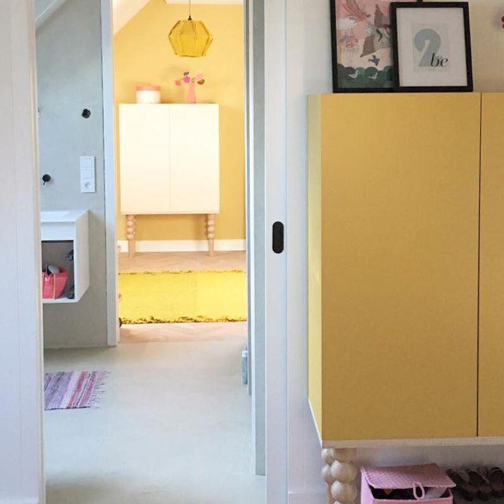 In de shop vind je de meubellijn van Sen Sen ontwerpstudio: ben je op zoek naar een unieke kast, commode, dressoir of ben je nieuwsgierig naar het samenstellen van een elementenkast? Hier moet je zijn! Of je nu een meubel voor de hal, kinderkamer, woonkamer of keuken zoekt, onze ontwerpen geven een ruimte uitstraling en maken hem bijzonder en uniek. De meubels worden vervaardigd door onze eigen meubelmakers en zal kunnen worden aangepast aan jouw specifieke wensen.