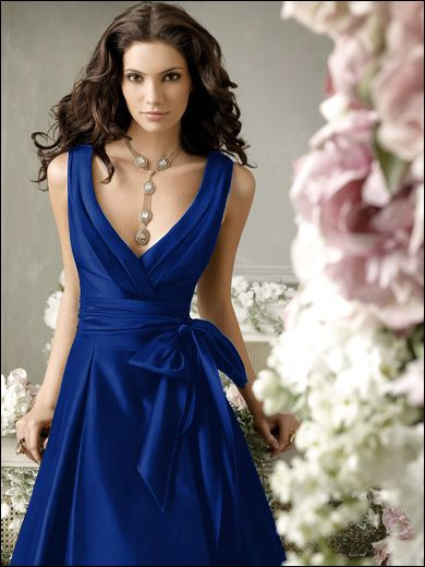You always want to find a dress that can be elegant for the event but can also be worn again and again, I think this does it and what a beautiful color!  #acitywedding