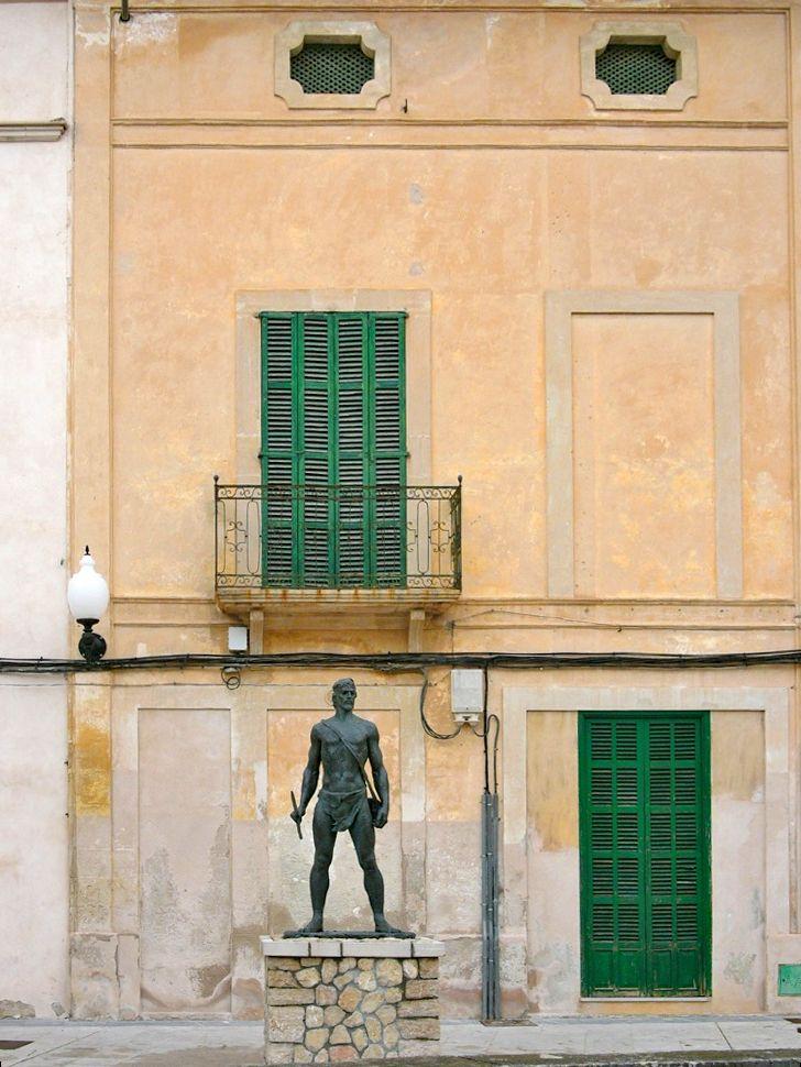 Palma de Mallorca - Eine Statue in der Stadt