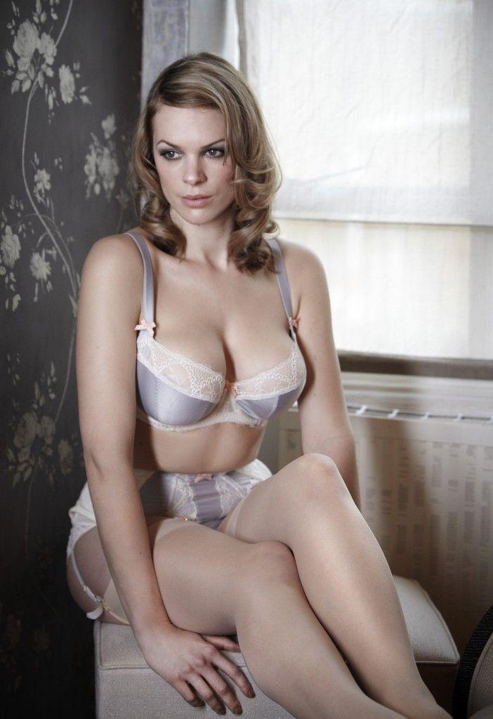 Fraulein Annie 'Falling In Love' Set in Pearl Grey/Ivory