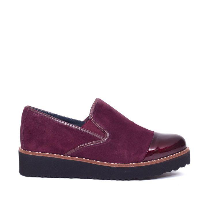 ¡Consigue este tipo de zapatos con cordones de MiMaO ahora! Haz clic para ver los detalles. Envíos gratis a toda España. Blucher Moon Burdeos: DESCRIPCIÓN: La comodidad de tu Blucher miMaO Una plantilla Memory Foam Gel incorporada en tus Blucher miMaO y la tecnologia ExtraLight que los hace ultraligeros son dos de las cualidades mas importantes y que dan una comodidad total a tus pies. Fabricados en piel de alta calidad y extrasuave y un diseño moderno y atrevido, hace que no quieras qui...