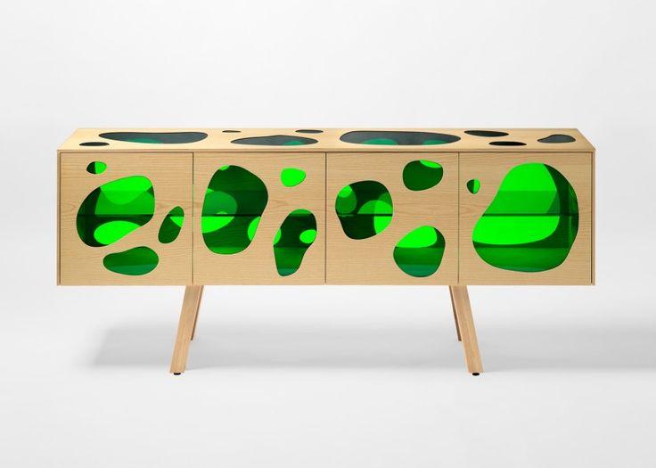 moderno-buffet-para-sala-de-jantar-em-vidro-verde-e-madeira-de-pinho