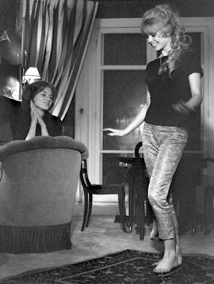 0 brigitte bardot with sister 'Mijanou' Marie-Jeanne Bardot