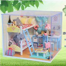 Kit de Hágalo usted mismo casa de muñecas en miniatura Muebles De Sala De Madera Casa De Muñecas Con Luz Led De Regalo