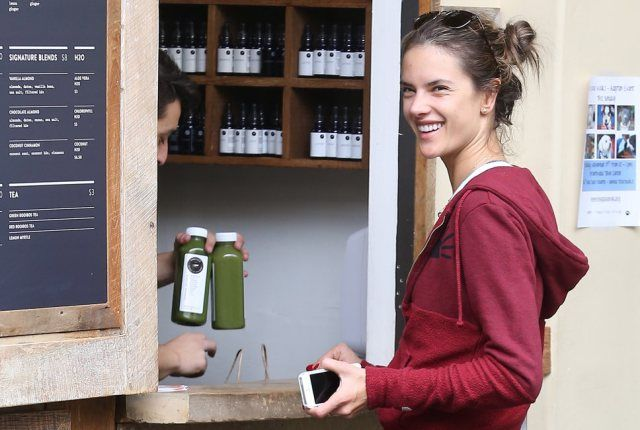 alessandra_ambrosio_pressed_juicery