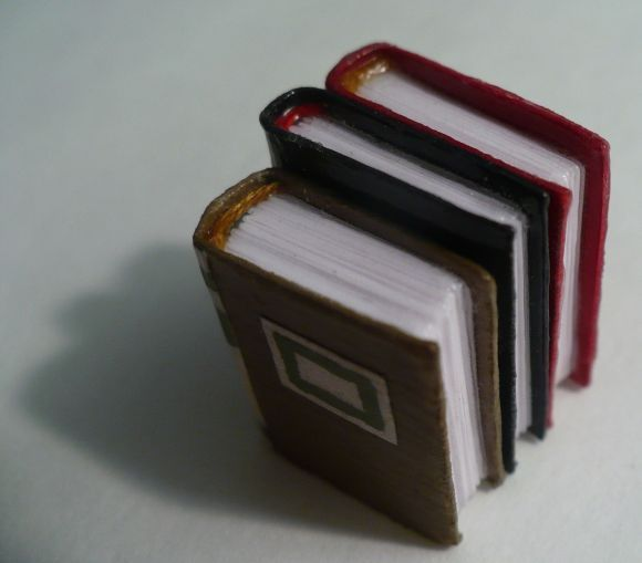 How to make teeny-tiny dollhouse books