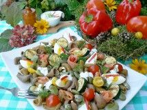 Sałatka z jajem i makaronem orkiszowym