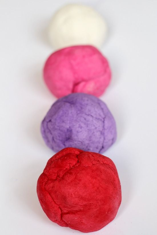 Make this colorful valentine marbled salt dough with your children this year to spruce up your home for Valentine's Day!