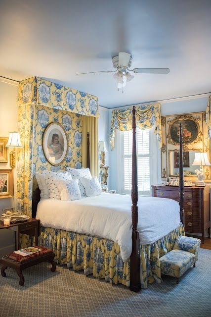 The Glam Pad: A Classic and Elegant Southern Cottage