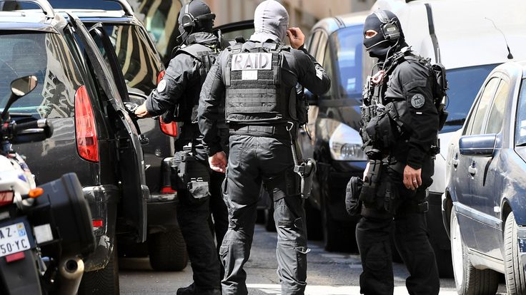 Les deux suspects interpellés ce mardi sont connus en prison. L'un d'entre eux étaient en lien avec des jihadistes belges de la filière de Verviers.