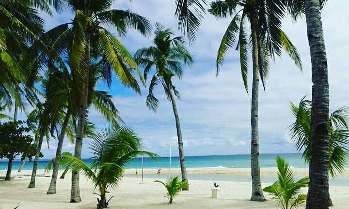 Blue sky and 2hite beaches