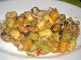 gnocchetti tricolore con pesto e frutti di mare ricetta di pesce