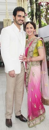 "Esha got engaged on Sunday, and her mom Hema Malini finds her fiancé Bharat Takhtani ""very good-looking"""