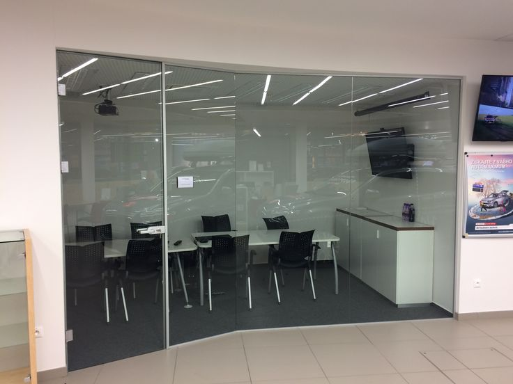 sklenená kancelárska priečka do zasadačky
