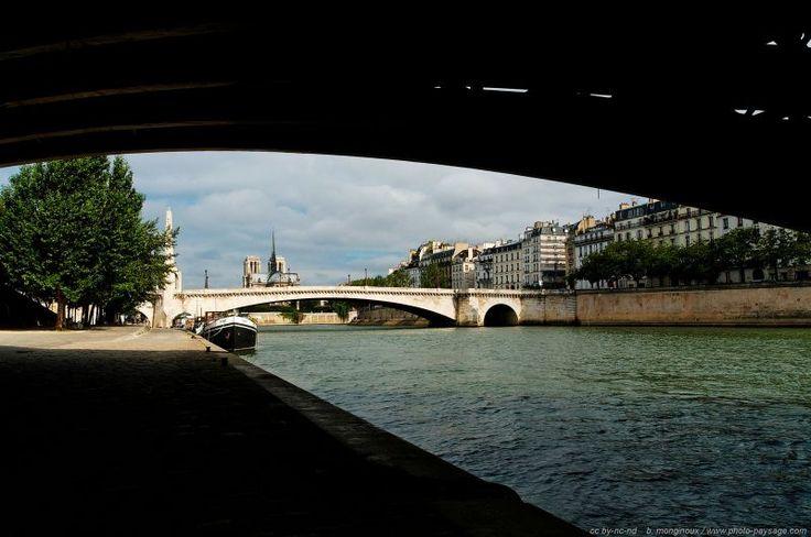 Sous les ponts - Paris, France