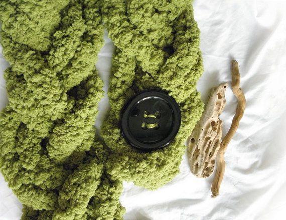 Treccione verde acido morbidissimo con bottone nero di AlmaLadra