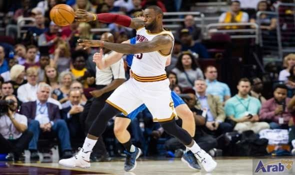 LeBron's Cavs, Durant-led Warriors favored