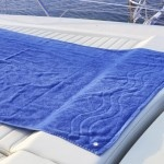 Fix your #towels on your boat. Have you ever tried to suntan on a boat? As soon as you stand up, the towel flies and gets into the water. Now you have ClickClix, you have the solution. No more towels into sea water! 4 #adhesive sets and 12 sets for normal fabrics WHITE or BLACK $11.33