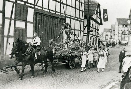 Festwagen beim Festzug in Niederaula, 1935-1936