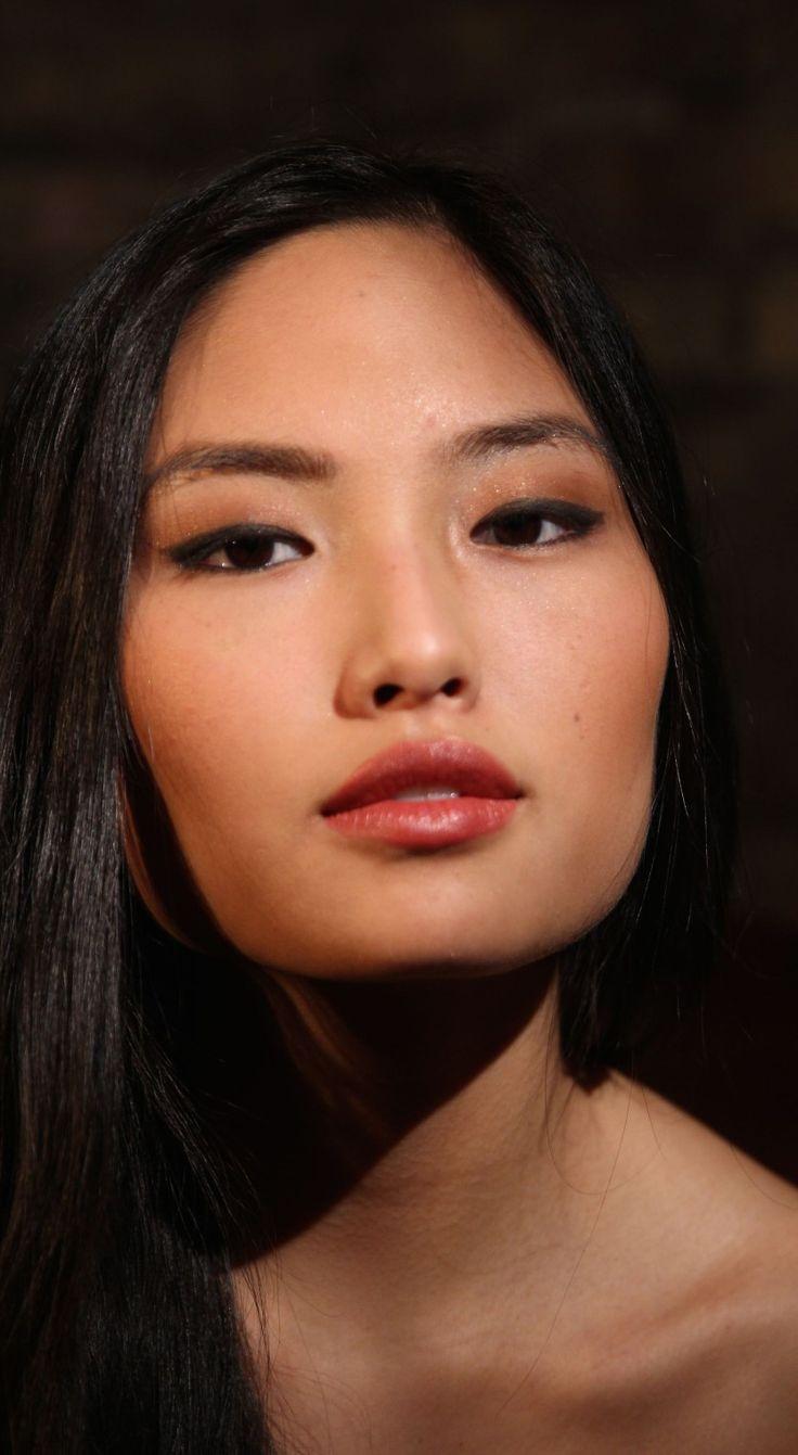 Makeup for tan/dark skin asian Dark skin makeup, Tanned