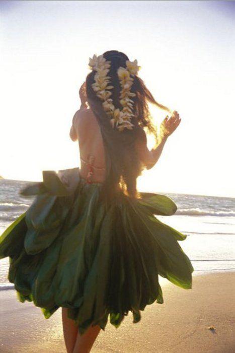Hawaiian Hula girl www.brasnthings.com #Hawaii #holiday #tropicana