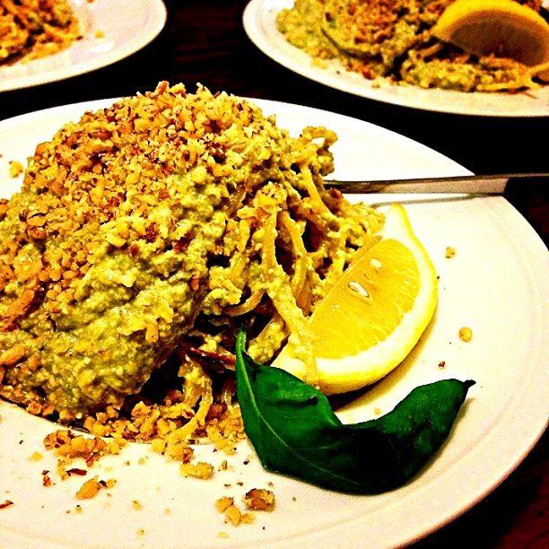 豆腐とアボカドで、コクのあるソースを食べるパスタです❤ - 171件のもぐもぐ - Healthy Avocado pesto Pasta w/ walnuts.  アボカドと豆腐のパスタ胡桃添え by centralfields