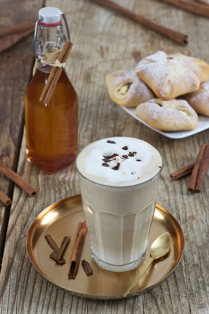 Zimtkaffee mit selbst gemachtem Zimtsirup verfeinert // cinnamon coffee made of homemade cinnamon syrup // Sweets & Lifestyle®️️  #cinnamon #coffee #cinnamoncoffee #cinnamonsyrup #recipe #rezept #sweetsandlifestyle
