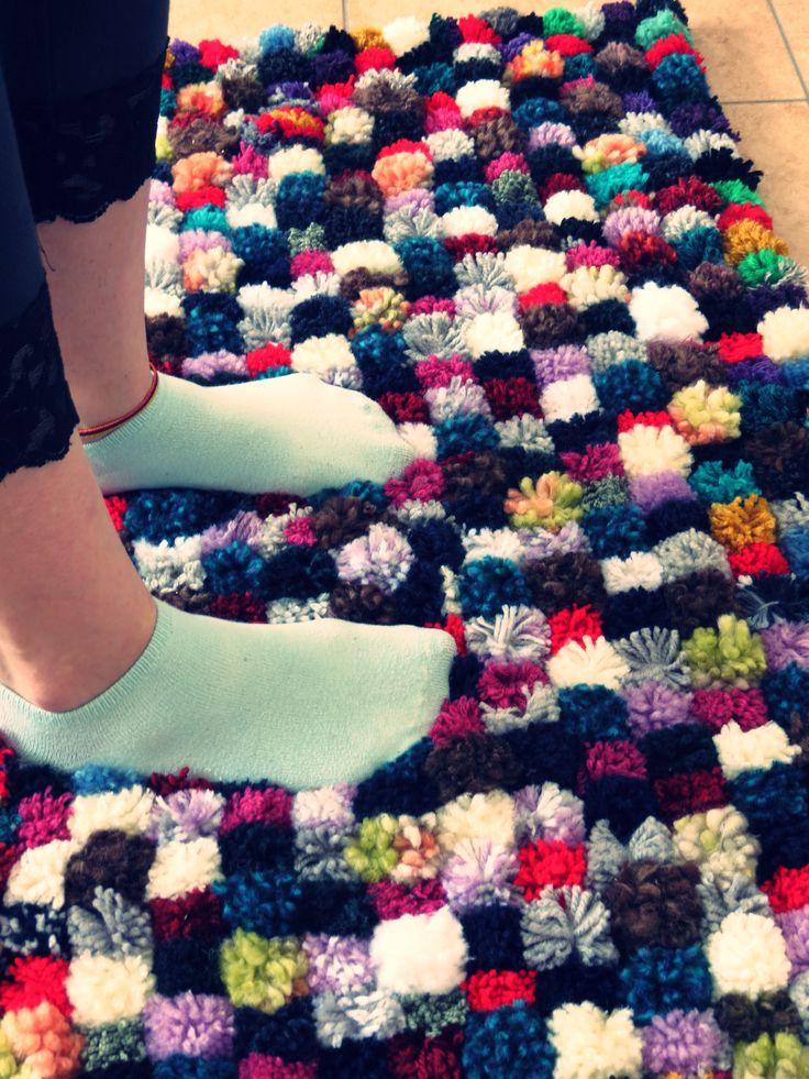 Alfombra de pompones alfombra de pompones pinterest - Alfombra de pompones ...