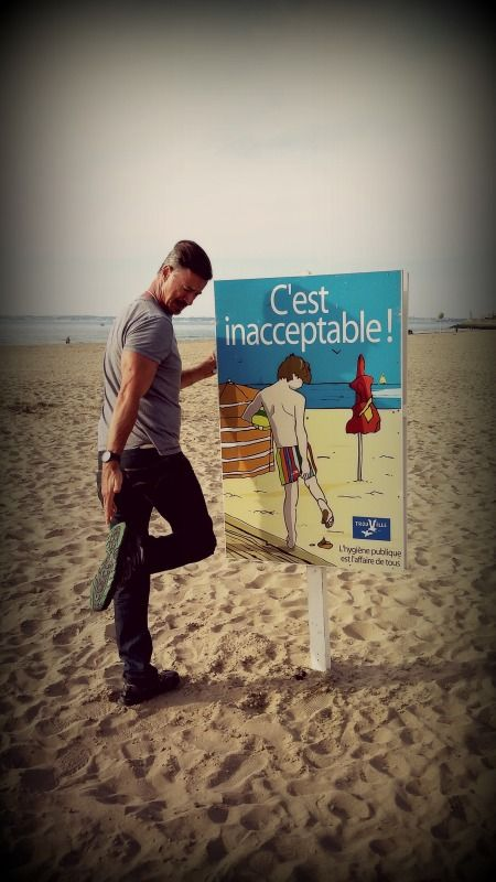 Some beaches should not allow dog owners who don't know how to pick up dog poop! #Trouville