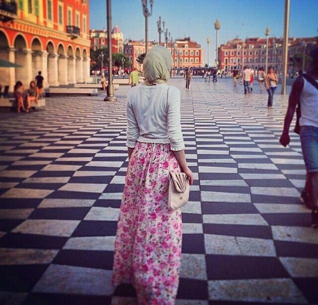 Yeni Arkasi Donuk Kapali Tesetturlu Kiz Profil Resimleri Hijab Profile Pictures Basortusu Modasi Musluman Modasi Islami Moda